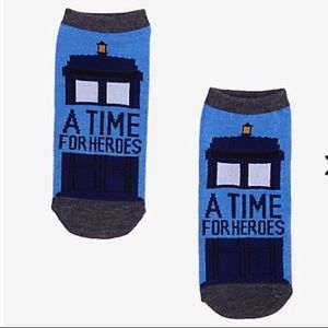 NEW DOCTOR WHO HOT TOPIC NO-SHOW SOCKS